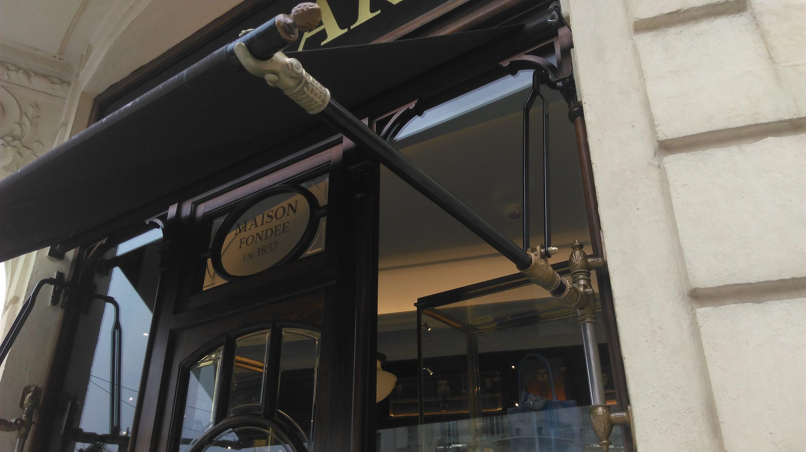 Store extérieur biarritz