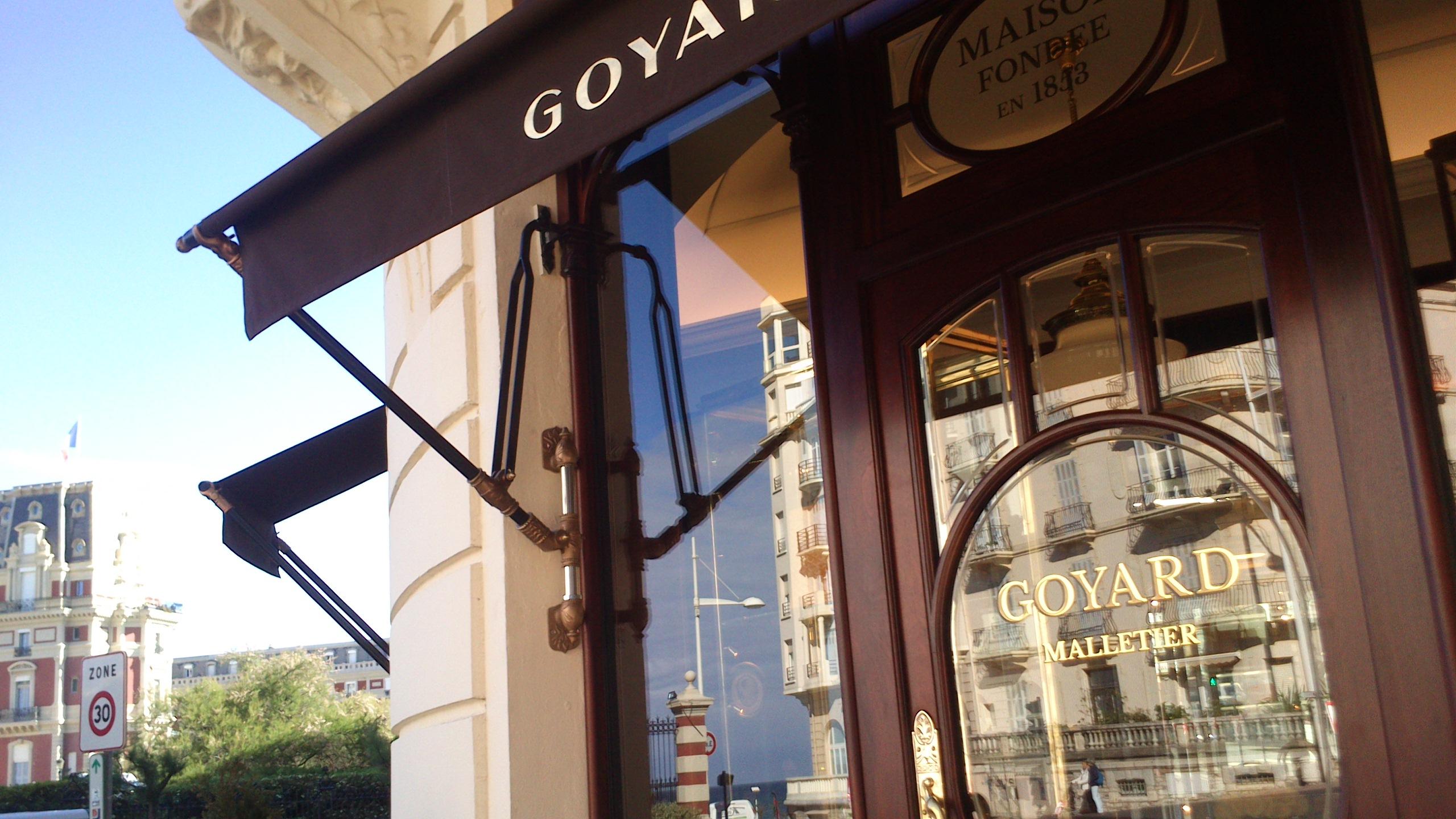 Store extérieur à projection à Biarritz
