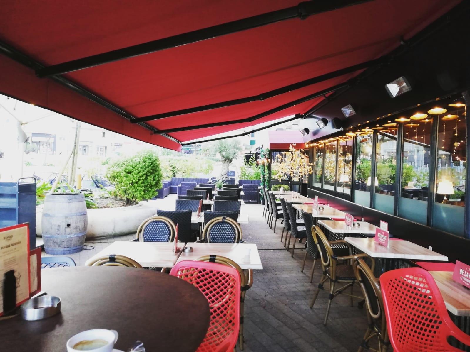 Store extérieur pour terrasse café de la place à biarritz